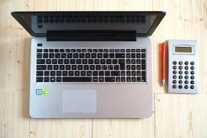 Jakie korzyści otrzymuje przedsiębiorca w ramach księgowości online?