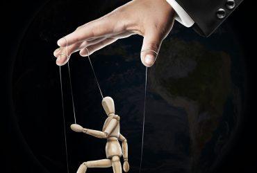 Jak manipulować ludźmi